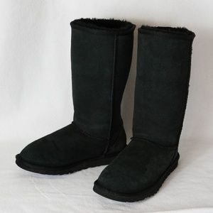 Uggs Classic Tall - black size 8